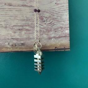 pendule radiesthésie métal artisanal unique fait main chaîne améthyste fleur de lotus
